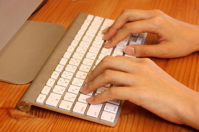 PC用デスクの奥行きはどれくらいがおすすめか